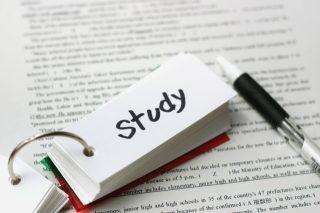 【大学受験】英単語の忘れない覚え方のコツ!覚えられないなら書く?見る?聴く?